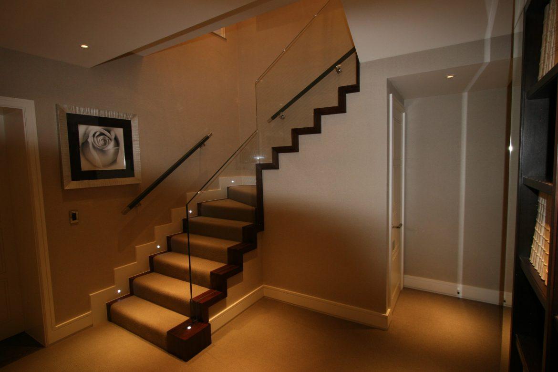 onder andere online is er al veel geschreven over het verlichten van de verschillende ruimtes in een woning maar over de traphal is nog weinig geschreven